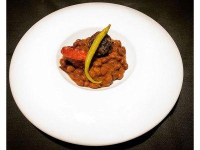 Presentación del cocido con piparra. Chef Koketo