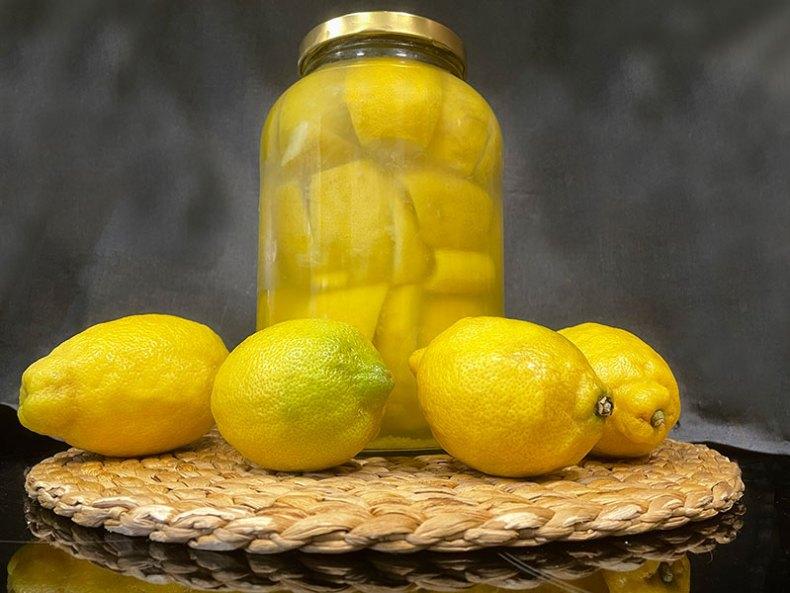 Limones encurtidos. Limones marroquís.