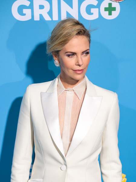New Couple Alert! Brad Pitt And Charlize Theron Are 'Dating' 3