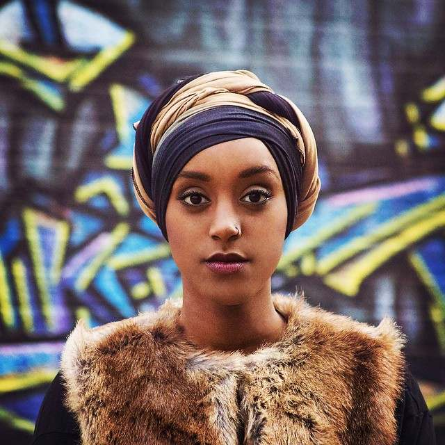 Muslimah Style: Eman Idil Bare Maintains A Clean And Fancy Hijab Style 3