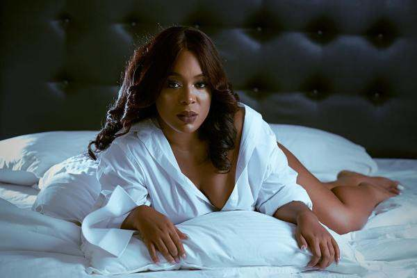 Moet Abebe Leaves Little To The Imagination In Bra-less Pool Photos 3