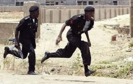 (Video) Police Officer Caught On Camera Beating Pregnant Woman In Lagos 1