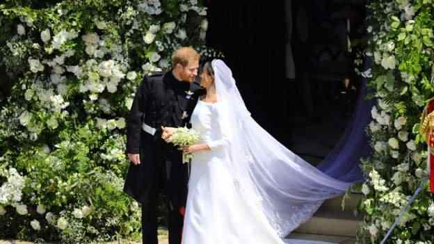 Stunning! Meghan Markle And Prince Harry Royal Wedding Carriage Procession 5