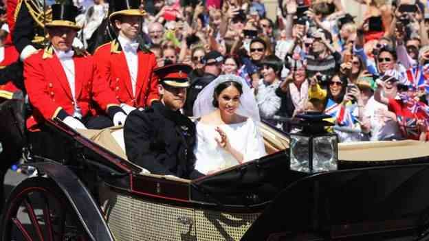 Stunning! Meghan Markle And Prince Harry Royal Wedding Carriage Procession 8
