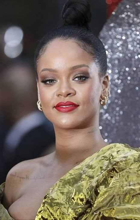 Rihanna Suffers Nip Slip As She Glows In Gold For Ocean's 8 Premiere In London 4