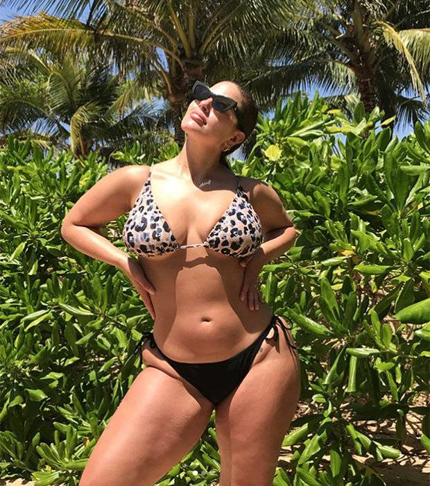 Curvy Style: Model Ashley Graham Oozes Body Confidence In New Sizzling Snap 3