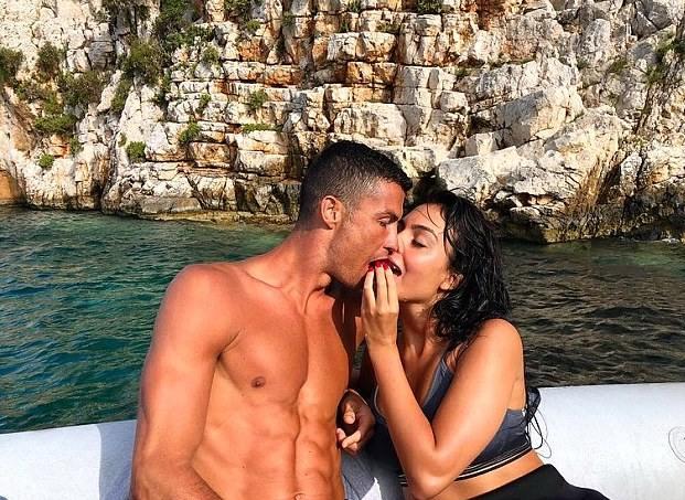 Strictly Ladies: Seven Steps To HavingAn Amazing Romantic Baecation 3
