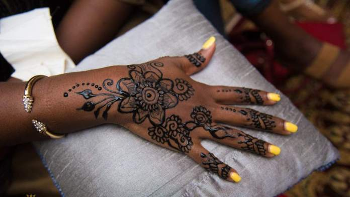 Beauty DIY: 7 Easy Ways To Make Your Own Stunning Henna Tattoos 4