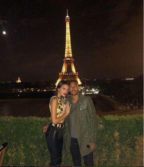 La Tour Eiffel! Neymar And Girlfriend Enjoy The Sight And Sounds Of Paris 1