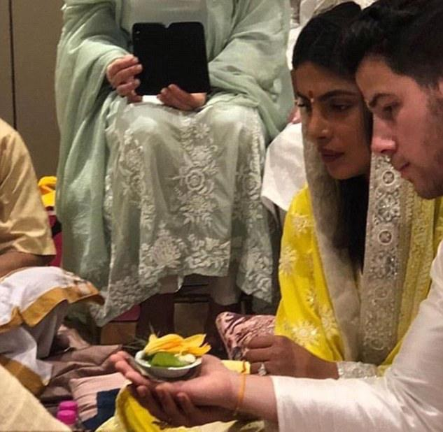Roka! Nick Jonas And Priyanka Chopra Confirm Their Engagement With Traditional India Ceremony 3