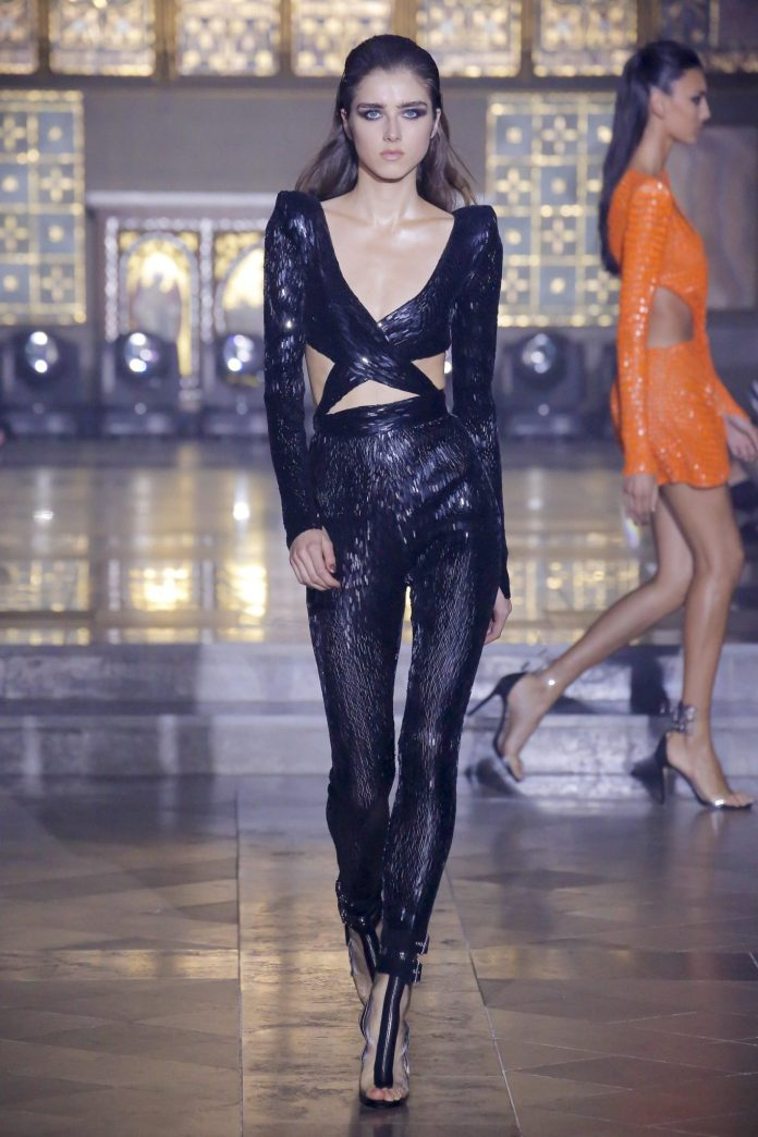 Julien Macdonald Spring 2019 Collection At London Fashion Week 15