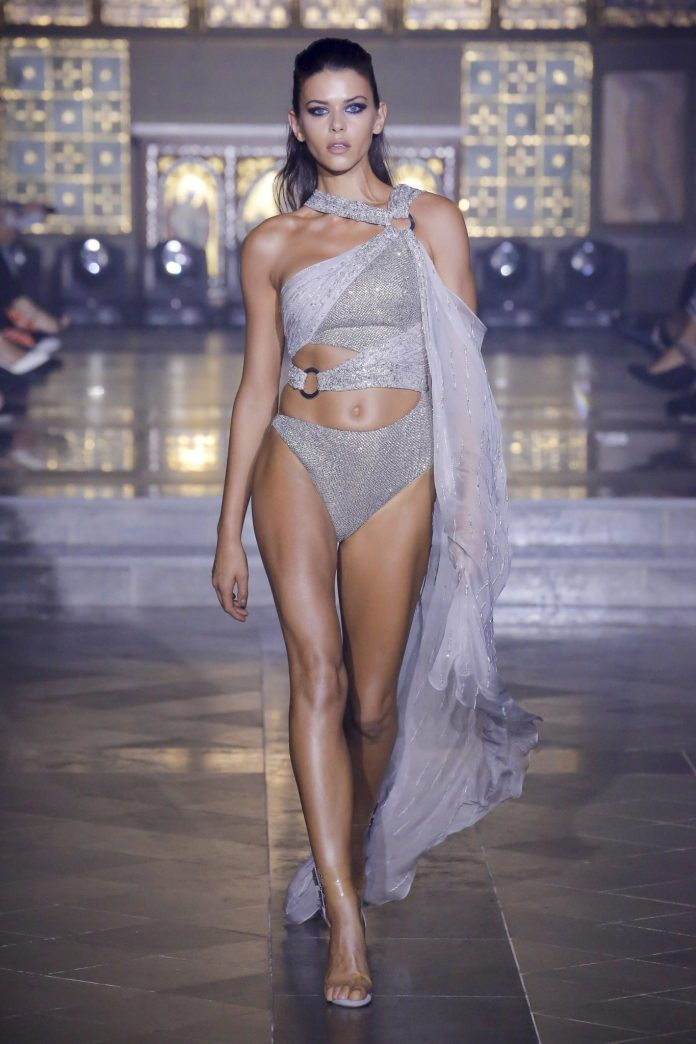 Julien Macdonald Spring 2019 Collection At London Fashion Week 2