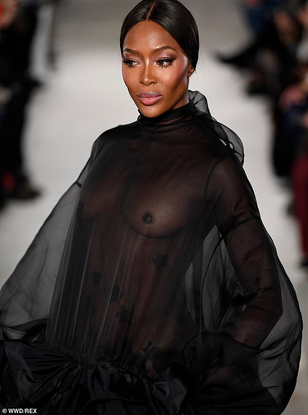 Hawt! Naomi Campbell Goes Braless, Flashes Nipples At The Valentino PFW Show 4