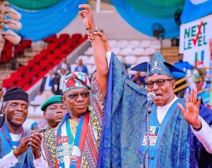 2019 Presidential Campaign: Violence Mars Buhari's Ogun Rally, As Missiles, Sachet Water Is Pelted At APC Leaders 1