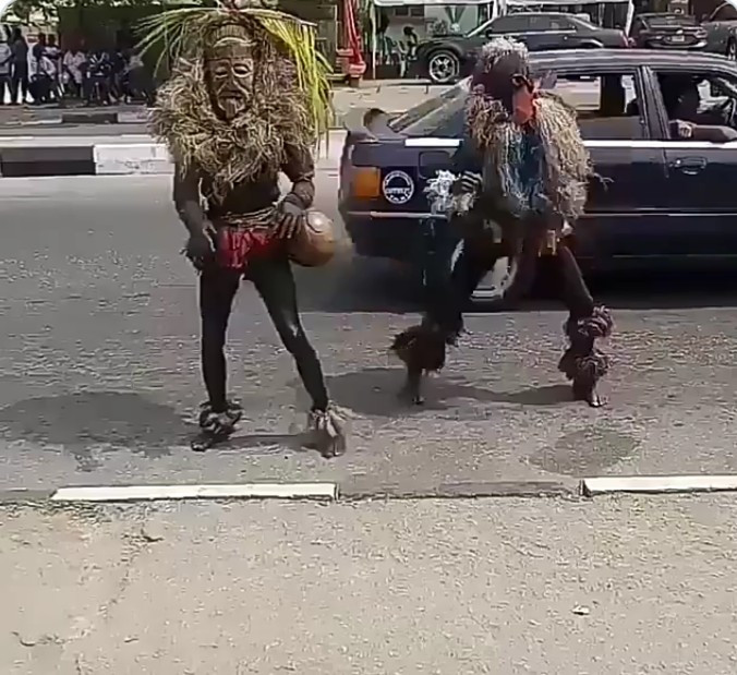 Hilarious🤣!! Masquerade dancing Zanku and Twerking in Nigeria 1