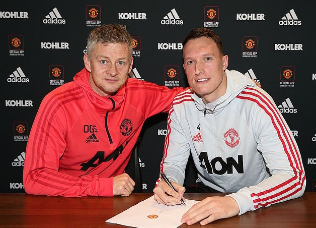Phil Jones Signs New Contract With Man United, Question Is Does He Deserve It??? 2