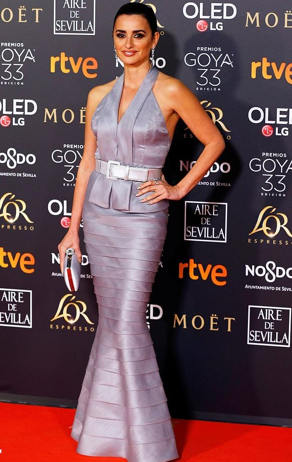 Style Stalking: Penelope Cruz Is Glamorous In Halterneck For Goya Awards 4