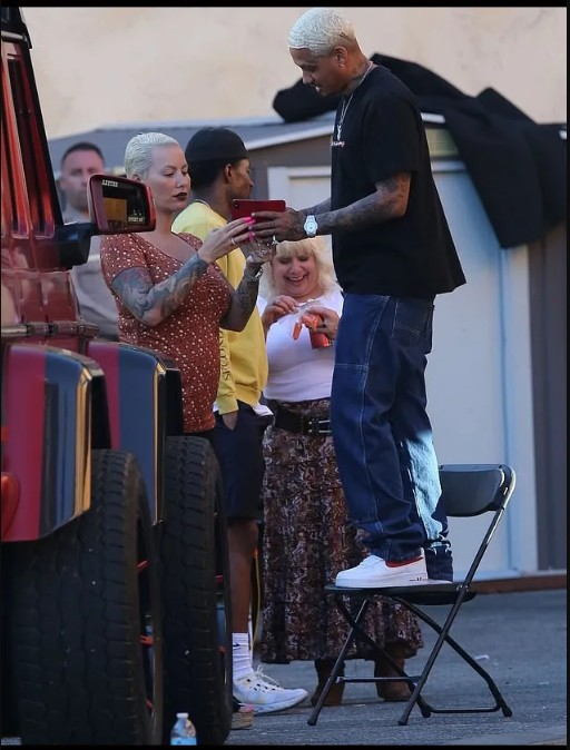 Pregnant Amber Rose Is Engaged To Rapper 'A.E' Edwards 1