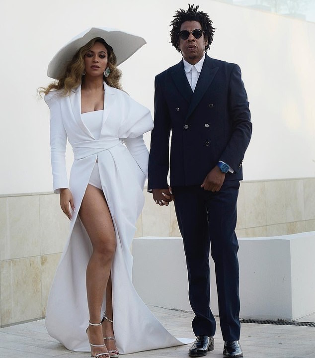 Beyoncé And JAY-Z Celebrate 11-Year Wedding Anniversary With 'Romantic Trip' to Mexico 2