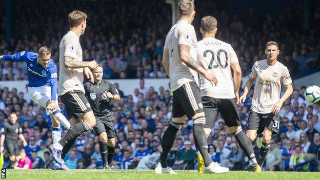Everton 4 Manchester United 0: Woeful Reds Devils Battered At Goodison Park 1