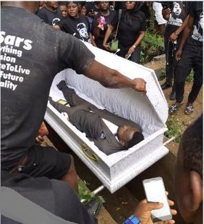 #SARsKilling: Tears And Pains As Kolade Johnson Is Buried In Lagos 3