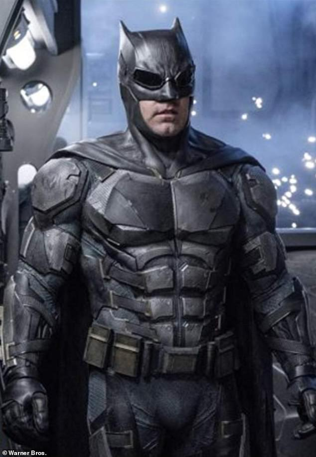 "Robert Pattinson Replaces Ben Affleck As Caped Crusader ""Batman"" 1"