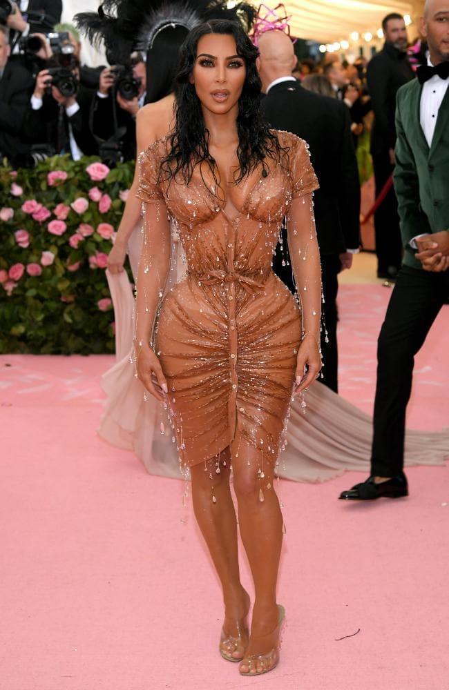 2019 MET Gala: Kim Kardashian Stuns As Accentuates Her Hourglass Curves In Skintight Thierry Mugler Corset Dress 3