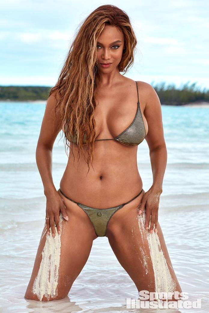 Smouldering! Tyra Banks, 45, Sizzles For Sports Illustrated Swimsuit Cover 1