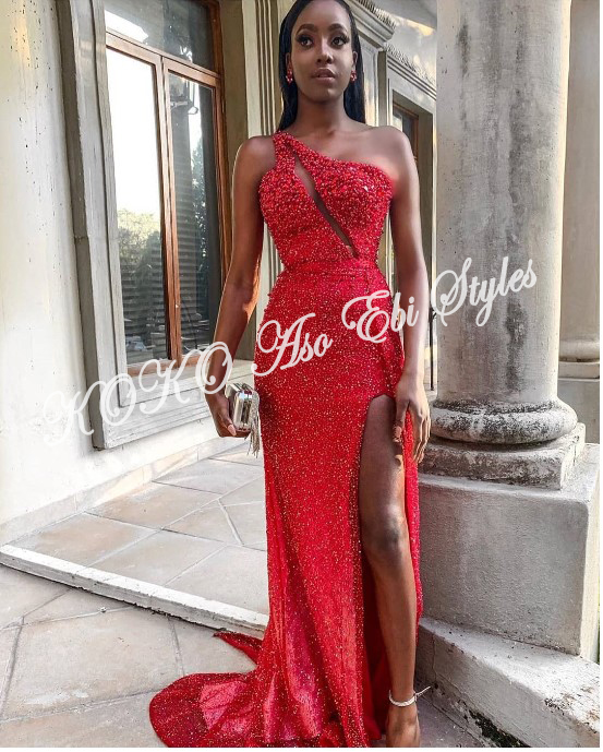 Slit Slay! Stun Gorgeously In These Five Aso-ebi Designs With Awesome Slits 2