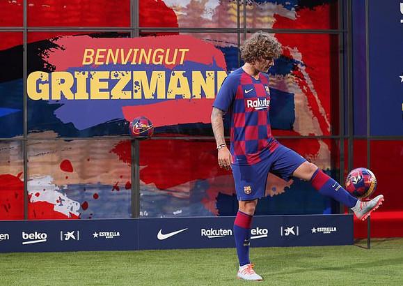 Finally! Barcelona Unveils Antoine Griezmann 3