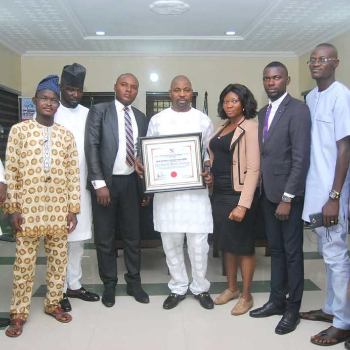 MC Oluomo Bags Street Credibility And Youth Development Award From Kwame Nkrumah University