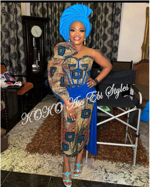 Pack On The Powers Of These Sophosticated Aso Ebi Styles For December Slay! 1
