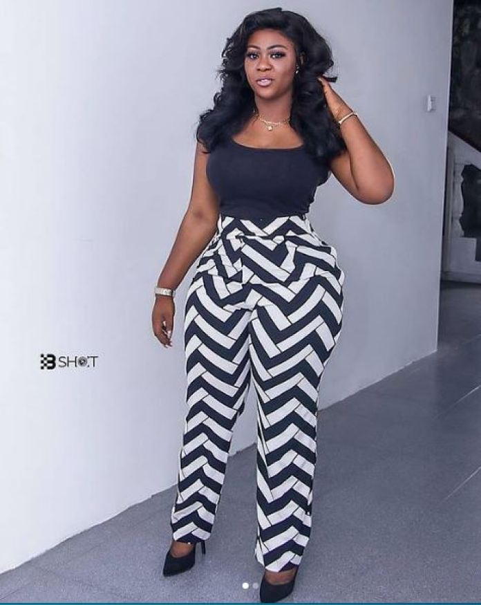 Roselyn Felli Is The Ghanaian TV Presenter Serving Heats With Her Curvy Style