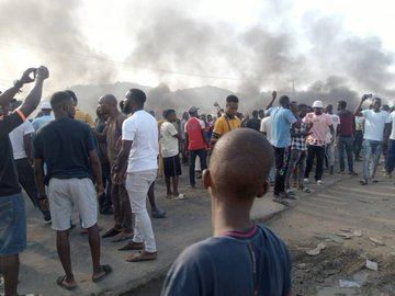 Protesters Block Abuja-Kaduna Road Over Abduction Of 30 People By Gunmen 33 KOKO TV NG