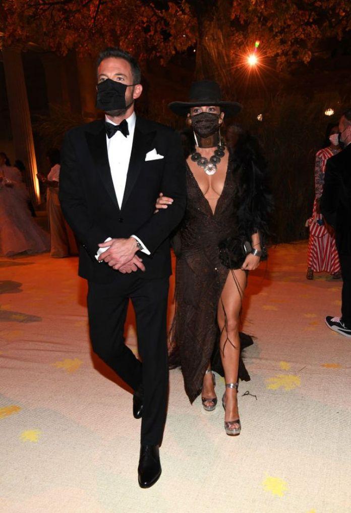 Jennifer Lopez And Ben Affleck Share A Mask Kiss At The Met Gala KOKOTVNG