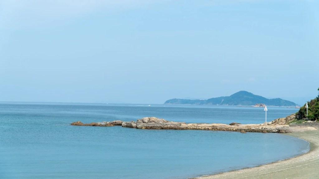 岳路海水浴場から見る伊王島