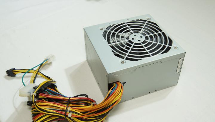 玄人志向 Standard 80 PLUS 400W ATX電源 TOP