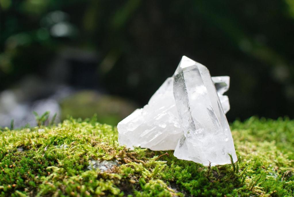 緑の苔と水晶