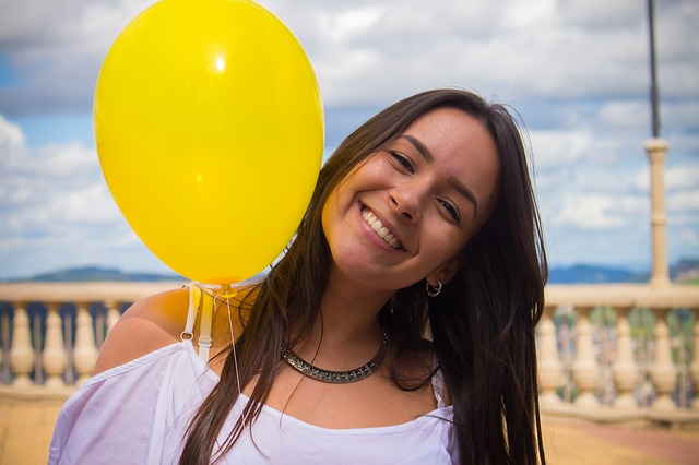 満面の笑顔の少女