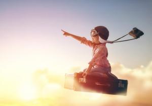 子供が本に乗って空を飛ぶイメージ