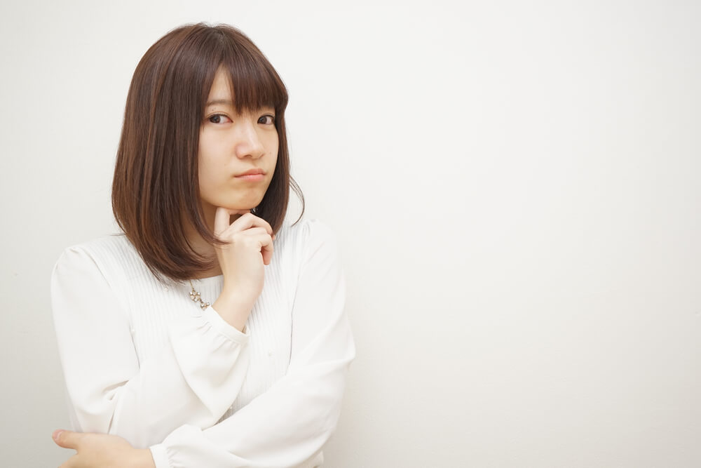 疑問に思う日本人の若い女性