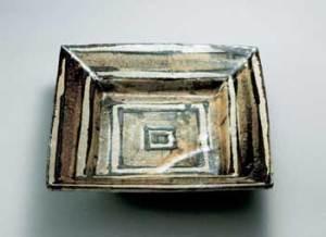 濱田庄司 鉄絵角皿 (益子) 東京国立近代美術館蔵