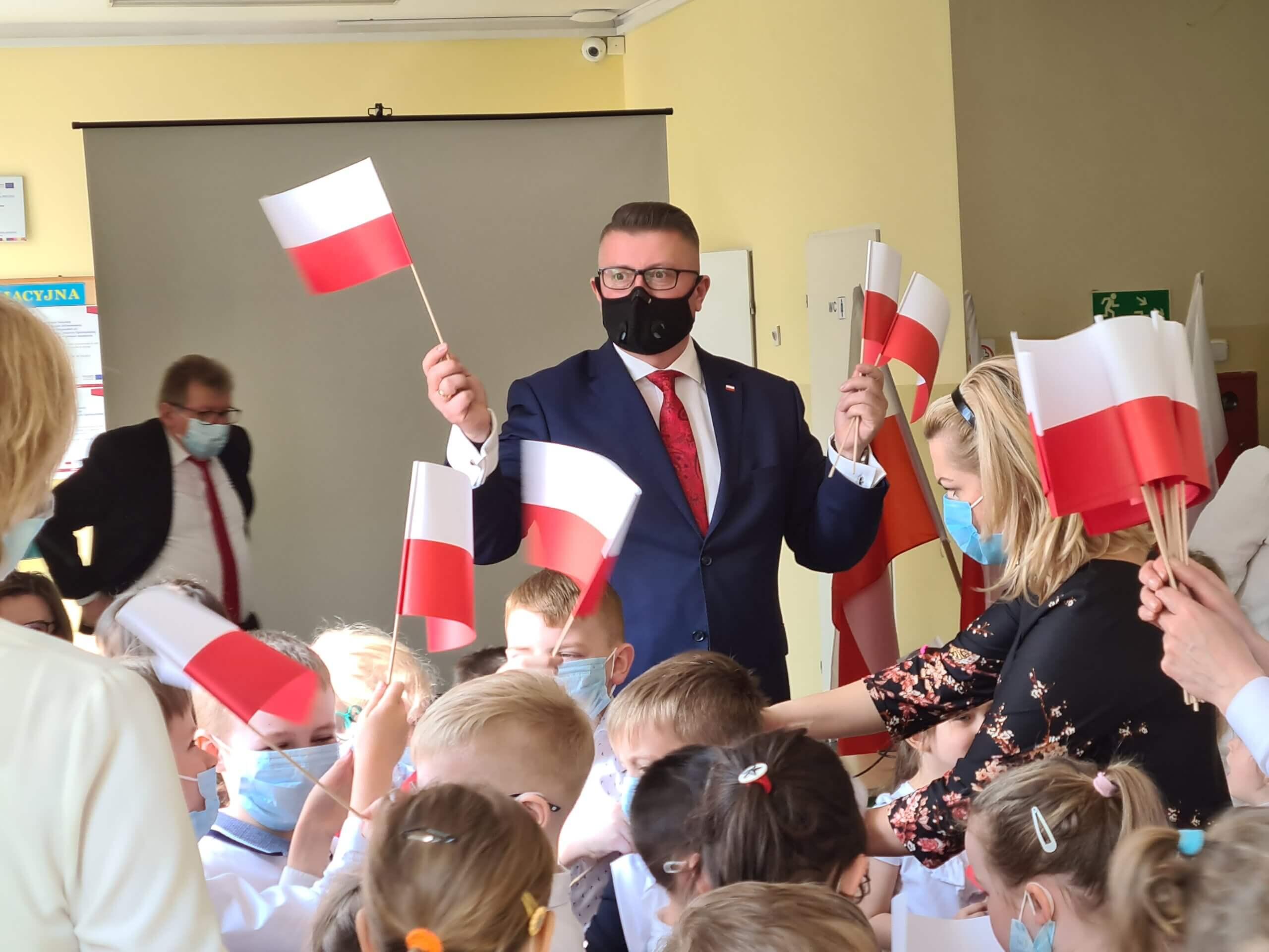 Święto Flagi Rzeczypospolitej Polskiej w Szkole Podstawowej w Kołakach Kościelnych