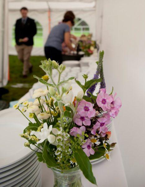 Brautstrauss Tischdekoration Blumen fr die Hochzeit am Strand
