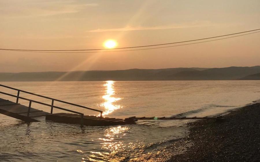 Jezioro Bajkał i zachód słońca