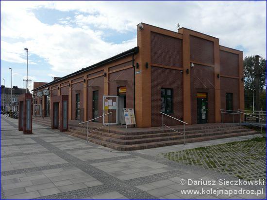 Dworzec kolejowy Łazy - budynek dworca