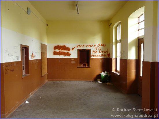 Byczyna Kluczborska - hol budynku stacji kolejowej