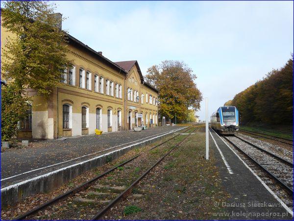Głogówek - stacja kolejowa i pociąg Gliwice - Brzeg