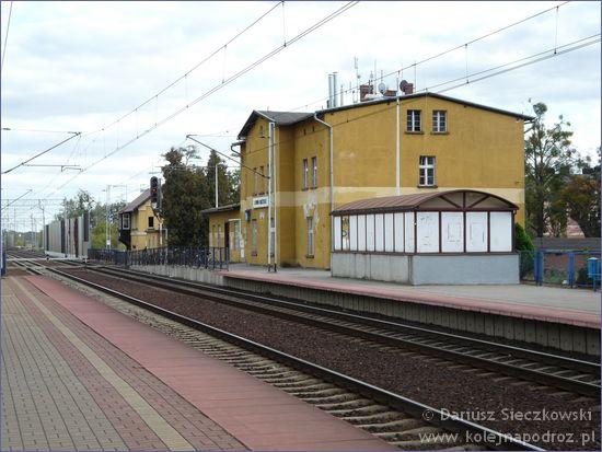 Lewin Brzeski - stacja kolejowa