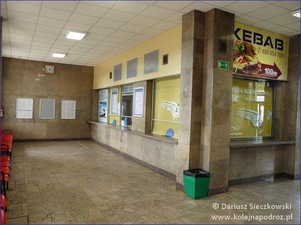 Wnętrze dworca w Krzyżu